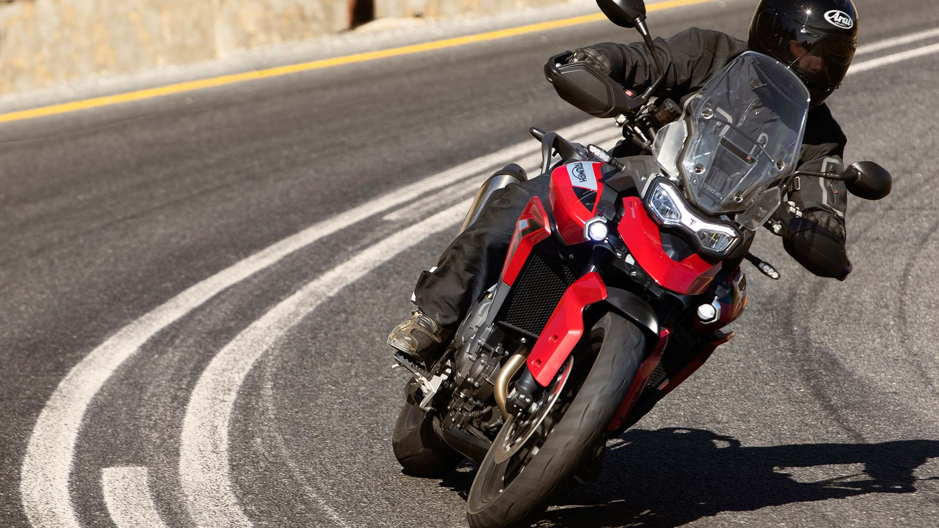 Triumph Tiger 900 GT Pro in Korosi Red in action