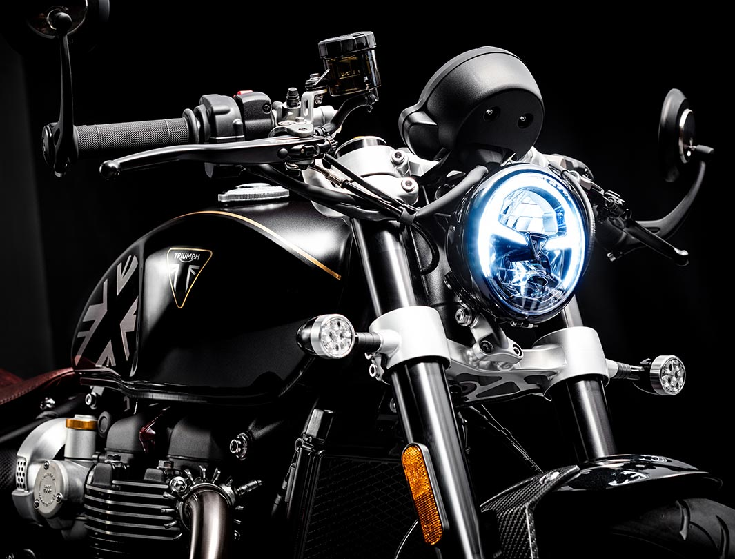 Front-facing shot of the Triumph Bobber TFC including LED headlight and fuel tank